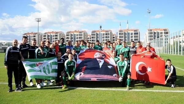 Bursaspor'dan Ata'ya saygı