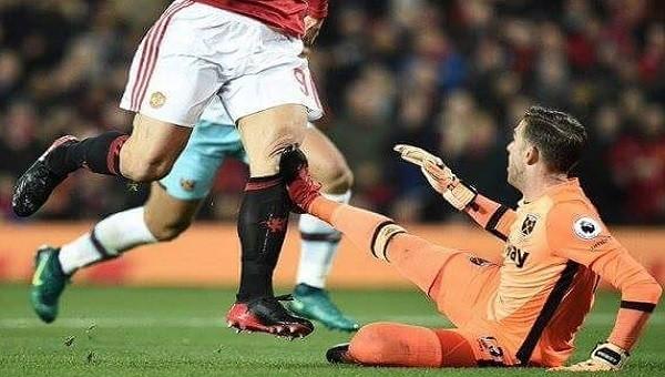 Manchester United - West Ham maçında Ibrahimovic'i biçti