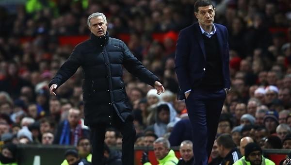 Pogba'ya kızan Mourinho su şişelerini tekmeledi