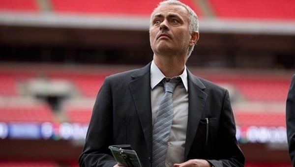 Şişeleri tekmeleyen Jose Mourinho'nun cezası belli oldu