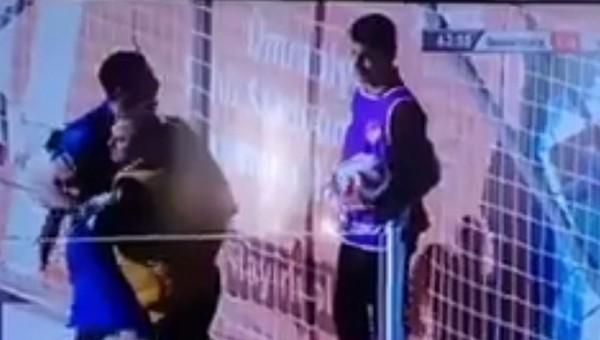 Sivasspor kalecisi Tolgahan Acar, top toplayıcı çocuğu dövmeye kalktı
