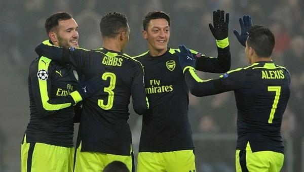 Arsene Wenger'den Mesut Özil ve Alexis Sanchez açıklaması