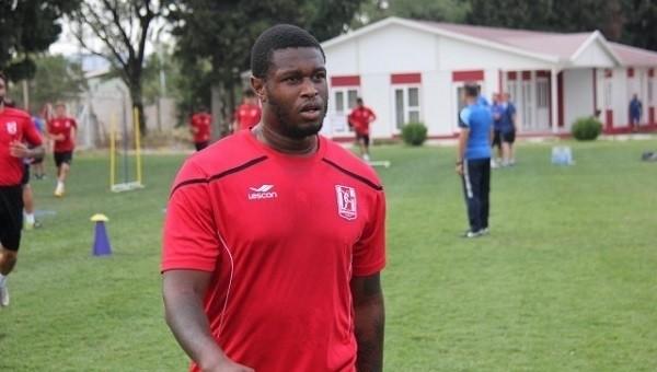 Balıkesirsporlu futbolcu çaldığı kupaları geri verdi