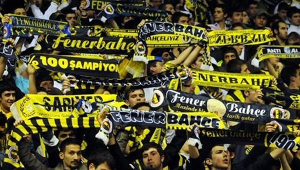 Beşiktaş'tan Fenerbahçe taraftar grubuna af