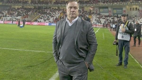 Dick Advocaat, Fenerbahçe'de kalacak mı?
