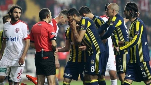 Fenerbahçeli yıldız Cüneyt Çakır'ı fırçaladı