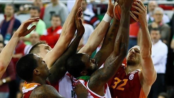 Galatasaray maçında oyun durdu