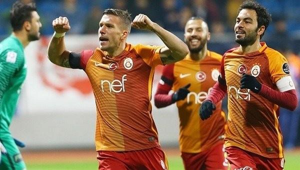 Lukas Podolski'ye doktor engeli