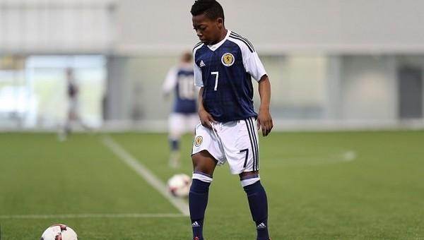 İskoçya ve İngiltere 13 yaşındaki oyuncu için kapışıyor