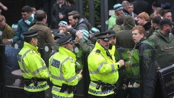 Polise hamburger atan taraftar tutuklandı!