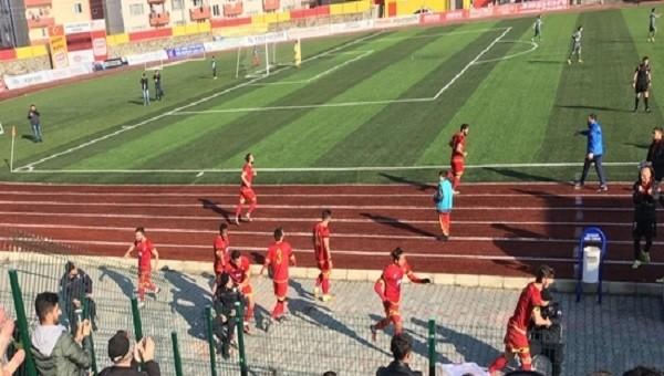 Samsunspor ve Çorlusporlu futbolcular golden sonra polislere koştu