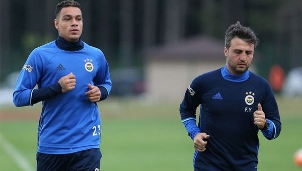 Fenerbahçe taraftarlarından Van der Wiel'in paylaşımına tepki