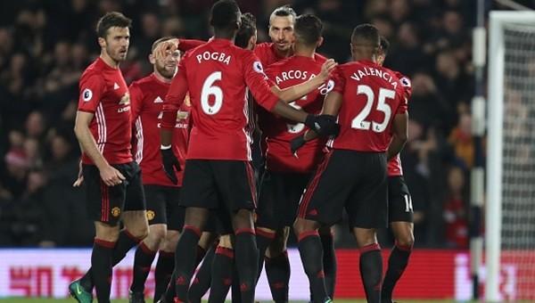 Zlatan atıyor, United toparlanıyor...