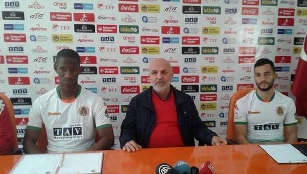 Alanyaspor'da 2 oyuncu için imza töreni