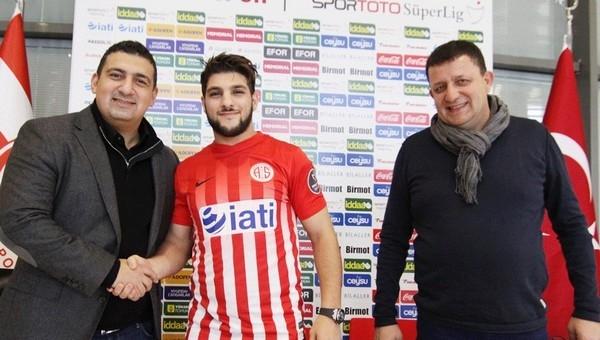 Antalyaspor, El Kabir ile anlaştı