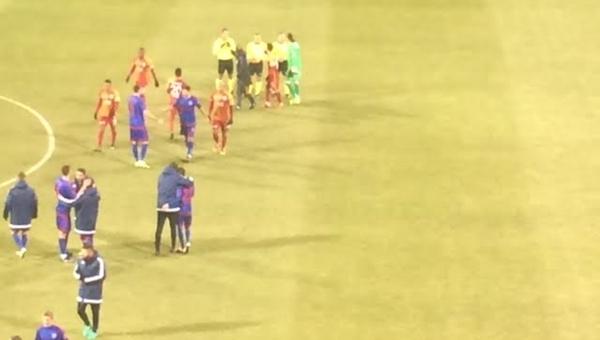 Ayhan Akman maç sonu öfkeyle Cüneyt Çakır'a koştu