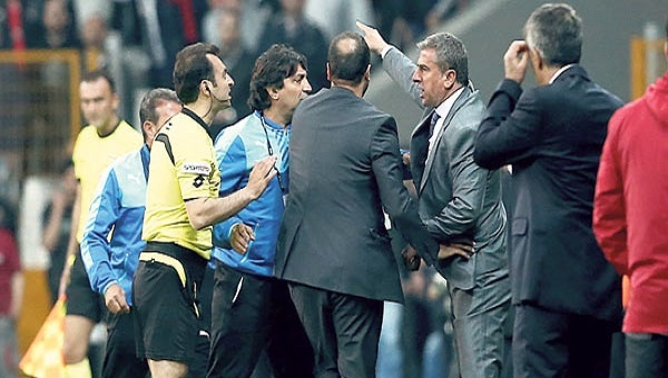 Bursaspor'un hocası Hamza Hamzaoğlu, Trabzonspor maçında tribüne gönderildi