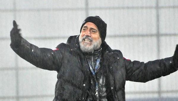 Çaykur Rizespor - Karabükspor maçında Hikmet Karaman'ı çıldırtan pozisyon
