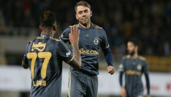 Fenerbahçe'de ilk golünü atan Karavaev'e tebrik telefonları