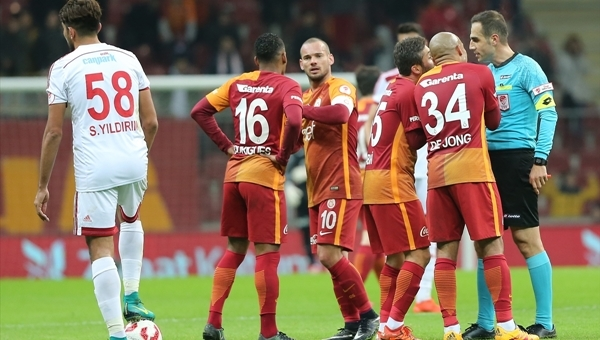 Galatasaray'da 9 ay sonra bir ilk yaşandı