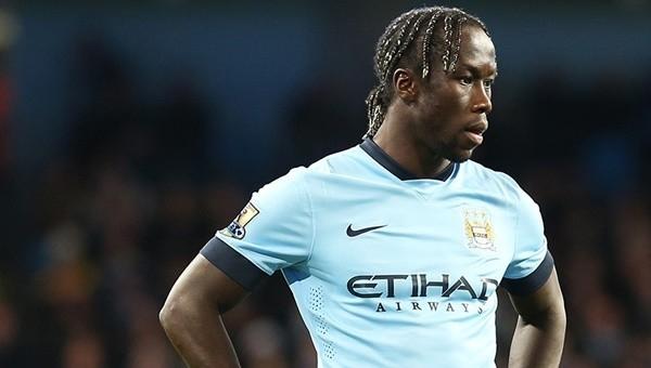 Hakem hakkında tweet atan Manchester City'nin yıldızı ceza aldı