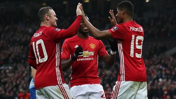 Manchester United dört köşe