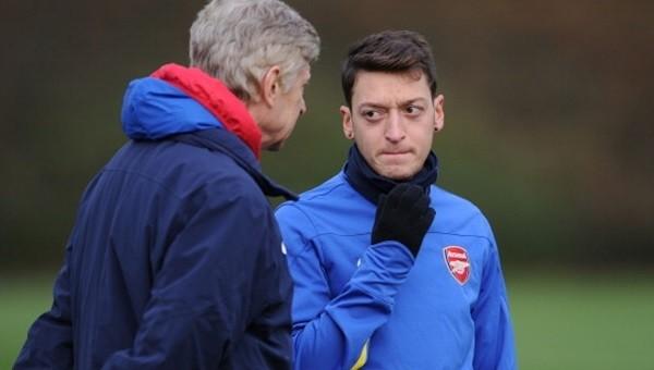 Mesut Özil, Arsenal'de kalmak için şartını açıkladı
