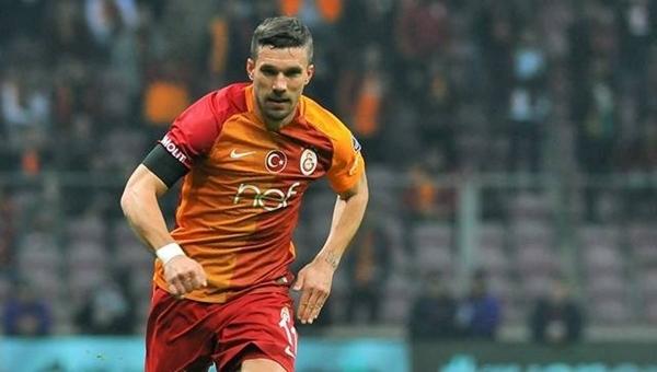 Podolski asistini yaptığı golün sevincine katılmadı