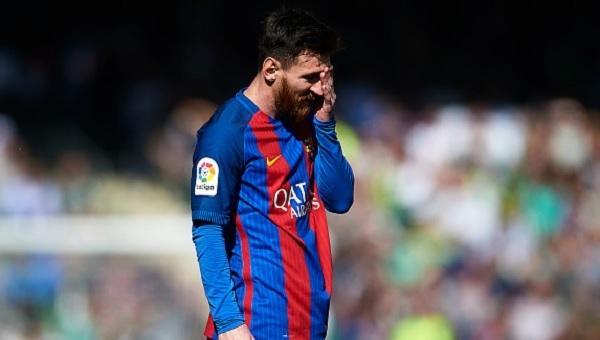 Real Betis - Barcelona maçında hakem skandalı - Ryan Donk ve Arda Turan