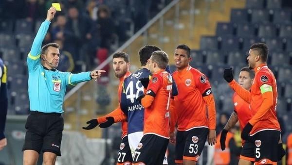 Serkan Çınar'a sert eleştiri! 'Yeteneksiz'