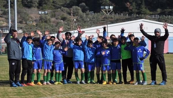 Suriye'den kaçan çocuklar, U12 İzmir Cup ön elemesine katıldı