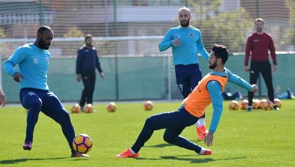 Alanyaspor'da yeni transfer sakatlandı