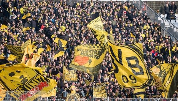 Alman Federasyonu 88 Dortmund taraftarını tribünlerden men etti
