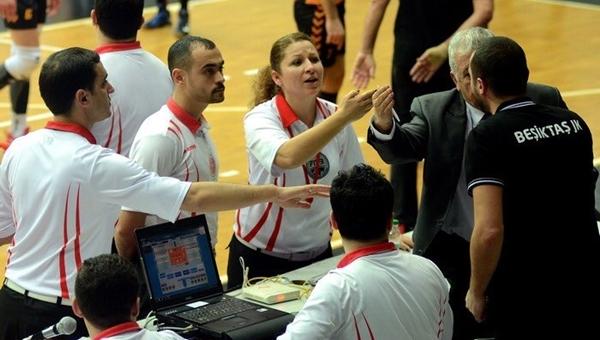 Beşiktaştaraftarlarından derbide Galatasaray'a küfür
