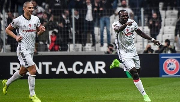Beşiktaş tribünlerinden Galatasaray'a gönderme