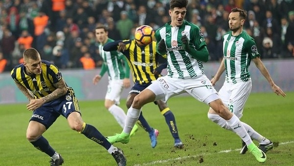 Bursaspor, 10 kişiyle Fenerbahçe'yi geçti