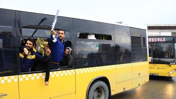 Fenerbahçe taraftarları otobüslerle Vodafone Arena'ya taşındı
