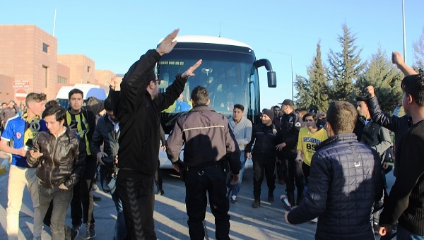 Fenerbahçe'ye, Gaziantep'te şok protesto!