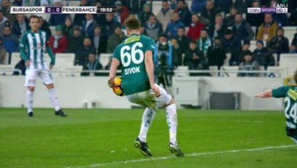 Fenerbahçe - Bursaspor maçında Sivok'un penaltısına hakem yorumcusundan eleştiri