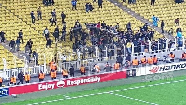 Flaş! Fenerbahçe - Krasnodar maçında tribün karıştı