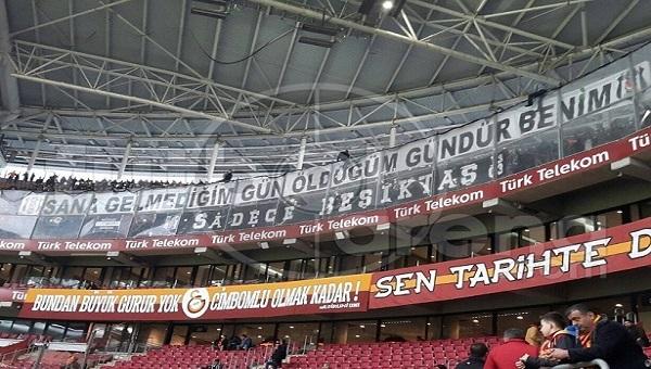 Galatasaray - Beşiktaş derbisi öncesi TT Arena'da küfürler havada uçuştu!
