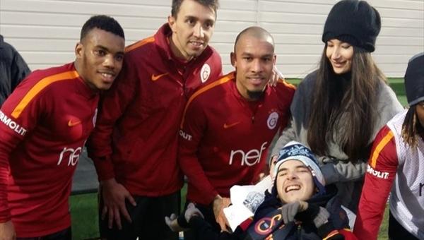 Galatasaray oyuncularından duygulandıran hareket