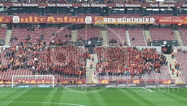 Galatasaray taraftarlarından Beşiktaş'a küfür