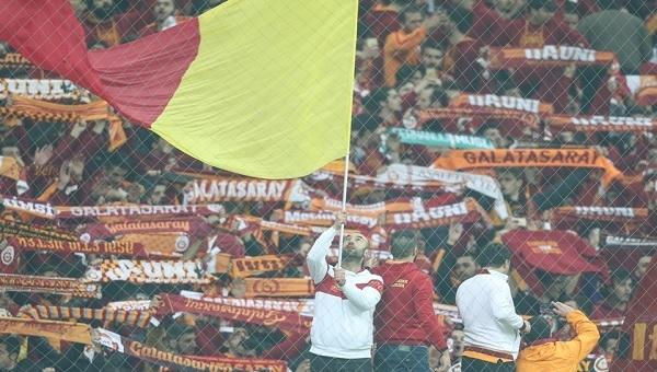 Galatasaray taraftarlarından tesislerde protesto