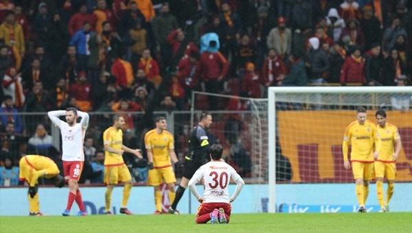 Galatasaray taraftarlarından TT Arena'da büyük protesto