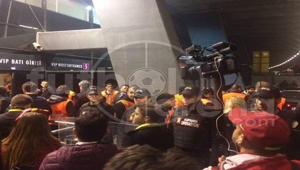 Galatasaray taraftarlarından yönetime istifa çağrısı!