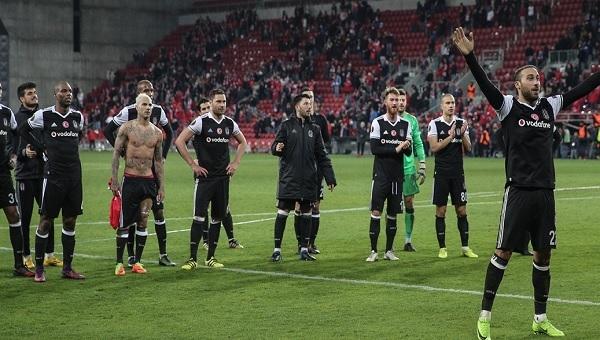 Hapoel Beer Sheva taraftarları Beşiktaş'ı alkışladı