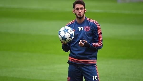 Leverkusen'den Hakan Çalhanoğlu'nun FIFA'dan 4 ay futboldan men edilmesi cezasına tepki