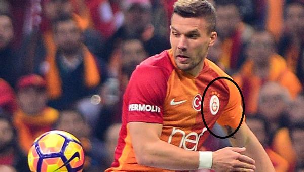 Lukas Podolski'nin şaşkınlık yaratan 3 yıldızlı forması