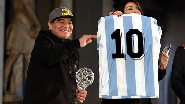 Maradona yine gazeteci fırçaladı